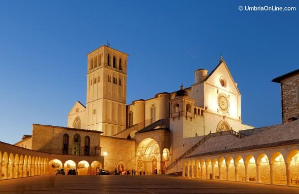 Immagine serale Basilica di San Francesco ad Assisi