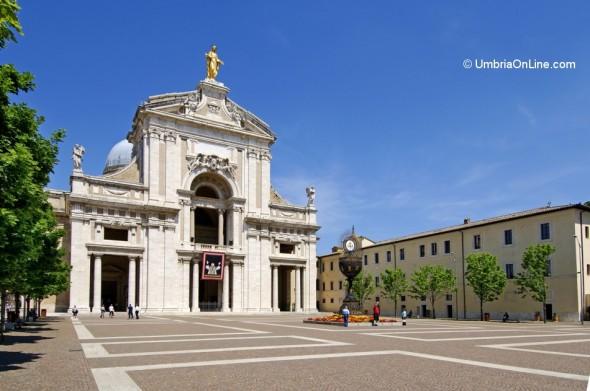 Esterno della Basilica di Santa Maria degli Angeli ad Assisi