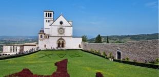Assisi - Basilica Superiore di San Francesco dal sagrato