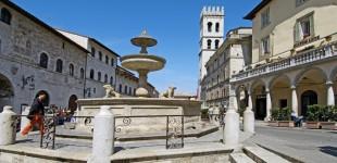 Assisi - Fontana di Piazza del Comune
