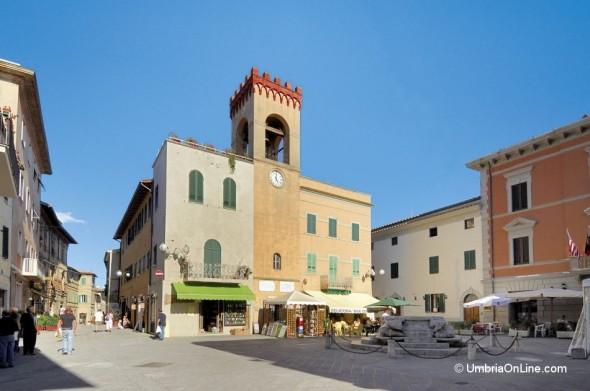 Piazza Gramsci nel centro di Castiglione del Lago