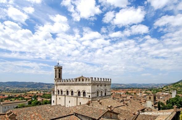 Vista Palazzo dei Consoli a Gubbio