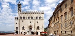 Gubbio - Piazza Grande e Palazzo dei Consoli