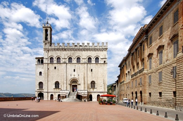Veduta di Piazza Grande a Gubbio
