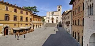 Todi - Piazza del Popolo e Cattedrale della SS. Annunziata