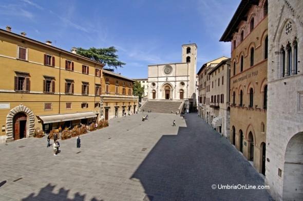 Veduta di Piazza del Popolo e della Cattedrale di Todi
