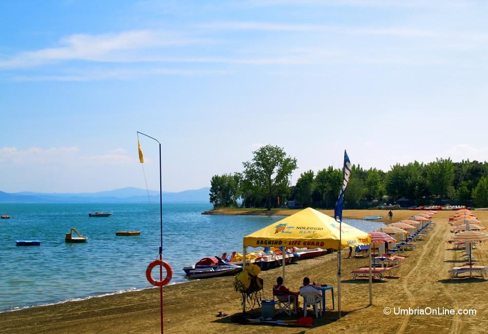 Tuoro sul trasimeno spiaggia con stabilimento balneare foto - Lago di bolsena dove fare il bagno ...